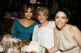 jennnifer lopez sisters siblings Lynda Lopez and leslie lopezz biograpyhy celebs99