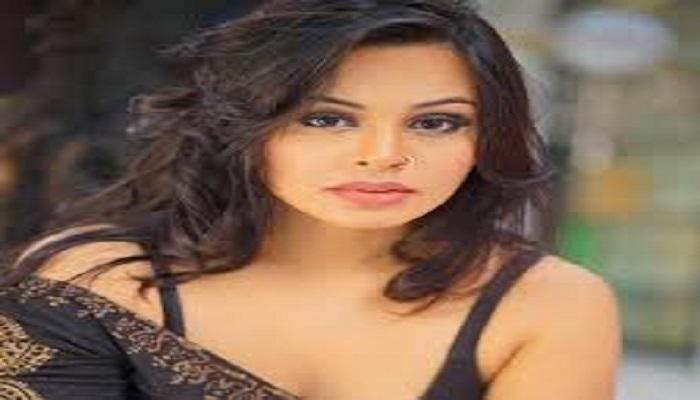 Ashmita Kaur Bakshi - Age, Height in feet, Movies, Biography, Boyfriend, Netflix & more.