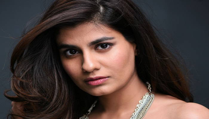 Shreya Dhanwanthary - Age, Height, Biography, Husband, Movies, Web Series & More