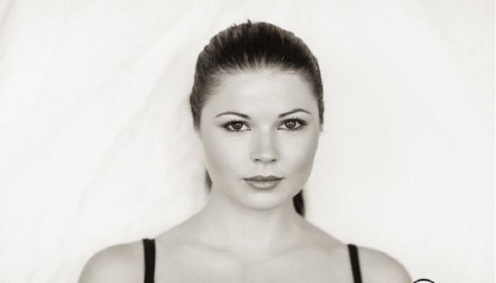 Sarah Munn - Age, Height, Movies, Biography, Net Worth, Husband, Wiki & More