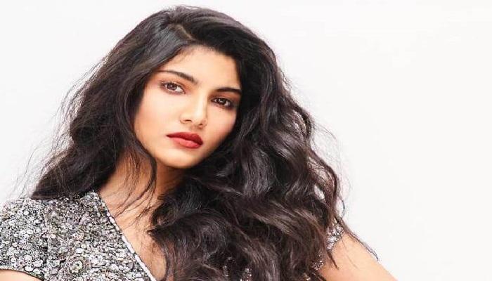 Pooja Bhamrrah - Age, Height, Movies, Biography, Husband, Networth, faq's