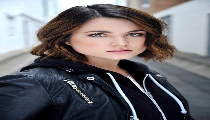 Zara Zoe - Age, Height, Movies, Biography, Husband, Net Worth, Wiki & More